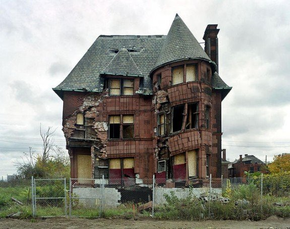 ruins_of_detroit_yves_marchand_romain_meffre1