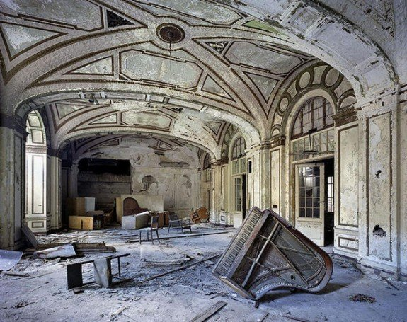 ruins_of_detroit_yves_marchand_romain_meffre18