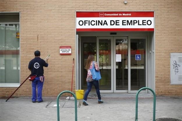 El Banco de España estima que el alza del salario mínimo podría destruir 125.000 empleos 1