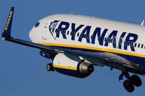 Ryanair vende billetes a cinco euros hasta las 18:00 de hoy 1