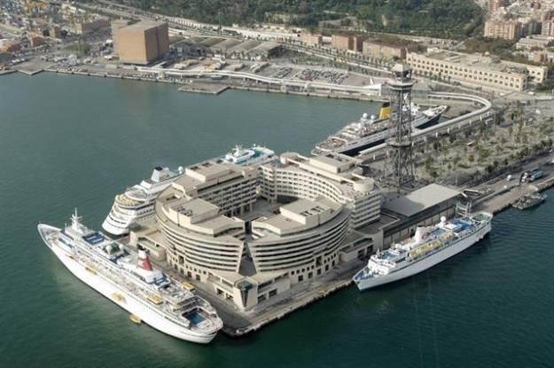 Los estibadores de Barcelona deciden no operar un buque que aloja a policías por el 1-O 1