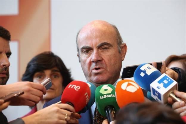 El Gobierno estudia aprobar un decreto para facilitar el traslado de las empresas de Cataluña 1