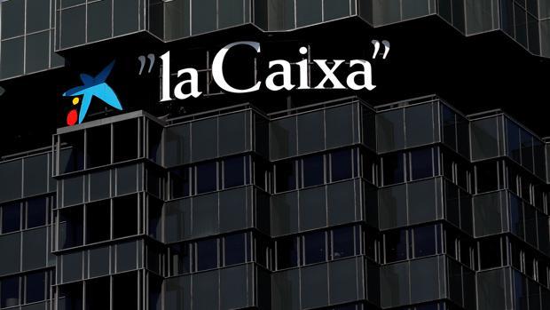 El consejo de Caixabank se reúne mañana de forma extraordinaria para estudiar el cambio de sede 1