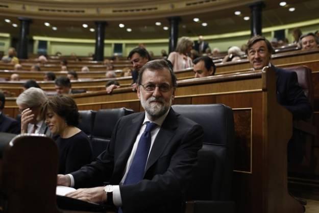 """Rajoy ofrece una subida del salario mínimo del 4% para 2018 y alzas """"importantes"""" para 2019 y 2020 1"""