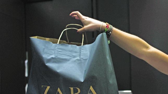 07738e374 ¿Por qué en Mercadona o el Lidl te cobran las bolsas de plástico y Zara o  El Corte Inglés no?