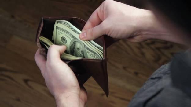 La historia de un hombre que fue a limpiar su cartera y se encontró un millón de dólares