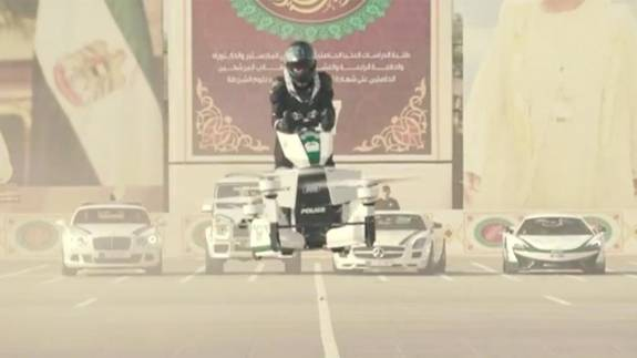 La Policía de Dubai comienza a usar motos voladoras