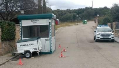 Los vecinos de Pablo Iglesias se quejan del ruido del generador de la garita de la Guardia Civil que vigila su casa