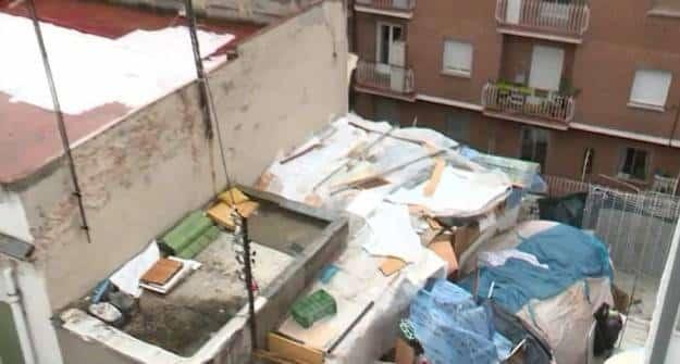 Un okupa gestiona el alquiler de chabolas en condiciones infrahumanas en el patio de un edificio en Madrid