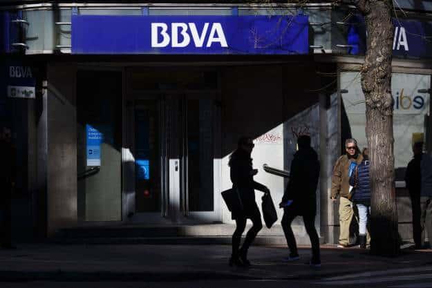 El BBVA se desploma en bolsa tras los aranceles impuestos a México por Trump 1