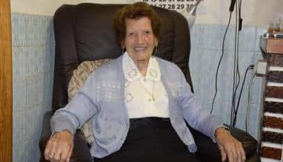 Una valenciana de 107 años sigue como voluntaria de Cáritas con visitas a enfermos y recogida de ropa usada