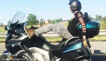 Un 'youtuber' se graba pilotando su moto con los pies a 100 km/h y muere poco después en un accidente
