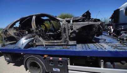El superviviente del accidente se quemó al tratar de rescatar a Reyes y a su otro primo