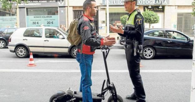 La DGT quiere introducir un carnet de conducir para bicicletas y patinetes eléctricos 1