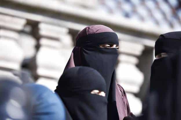 Túnez prohíbe el acceso a edificios públicos con la cara tapada 1