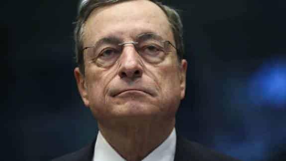 Draghi reactiva el QE y baja la tasa de depósito al -0,50% ante los débiles datos económicos