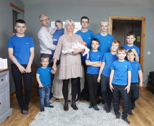 Tiene 10 hijos seguidos y ahora, por fin, da a luz a su primera niña