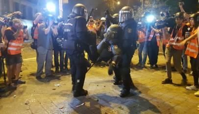 Mejora ligeramente el policía que se encuentra en la UCI aunque sigue muy grave