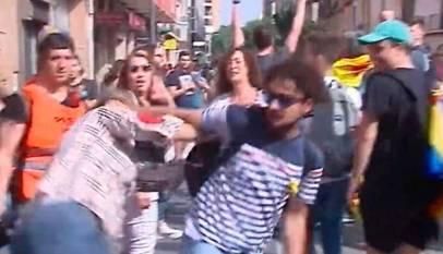 Brutal agresión a una mujer con la bandera de España en Tarragona