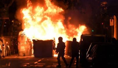 Reponer los 400 contenedores quemados anoche en Barcelona costará cerca de medio millón de euros