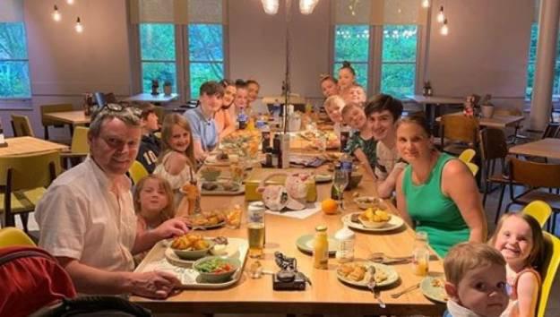 La familia más numerosa de Reino Unido anuncia que tendrá el hijo número 22