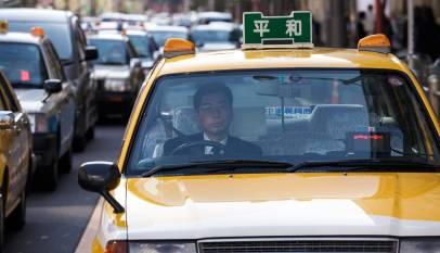 El curioso truco que utilizan los conductores japoneses para dar las gracias