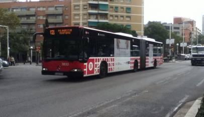 Muere una pasajera de un bus de Barcelona cuando el conductor tuvo que frenar para evitar atropellar a un peatón