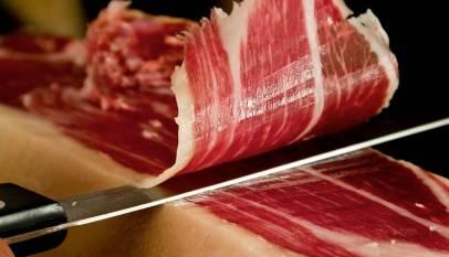 Según la OCU el mejor jamón 100% ibérico de bellota se vende en paquetes de menos de 17 euros