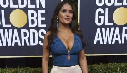 Salma Hayek contesta a quienes criticaron su escotazo en los Globos de Oro
