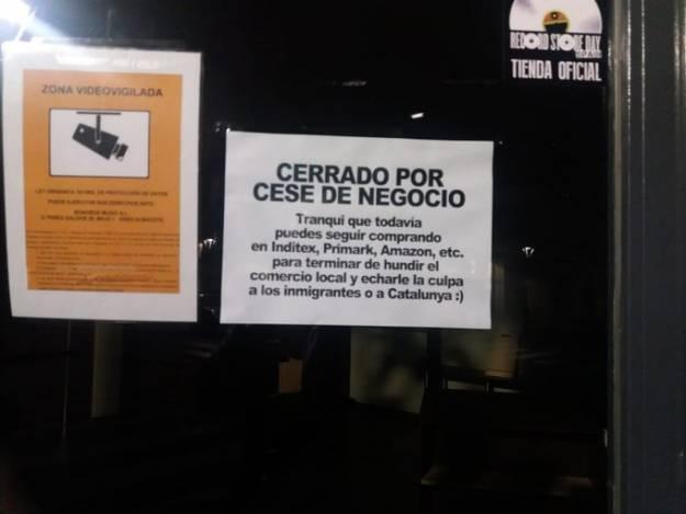 El cartel visto en un comercio (cerrado por cese) que da mucho que pensar 1