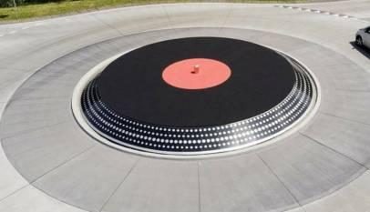 La curiosa rotonda con forma de tocadiscos