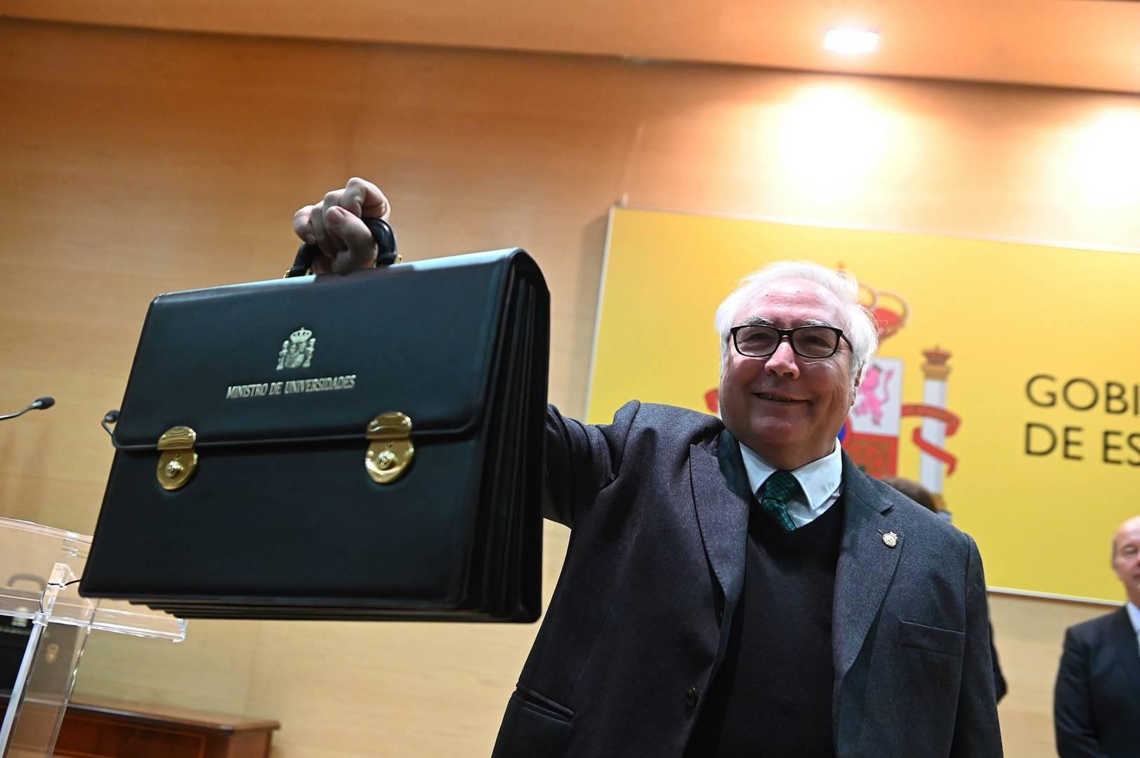 Manuel Castells, el recién nombrado ministro de Universidades se coge 10 días de vacaciones