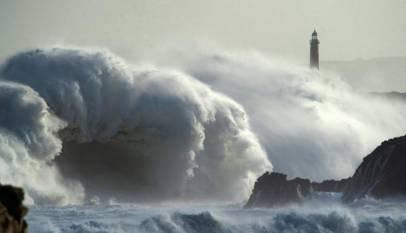 """'Gloria' ya está aquí. Un temporal """"histórico"""" con olas de 8 metros en el Mediterráneo, nevadas y frío"""