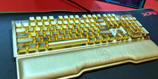 Este es el teclado más hortera del mundo y vale 10.000$