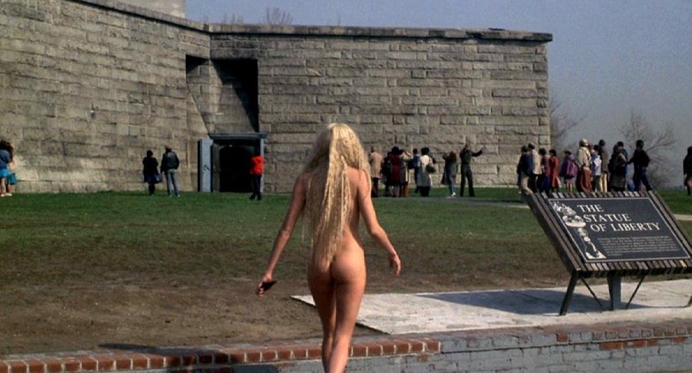 Disney+ censura de esta manera tan chapucera el desnudo de Daryl Hannah en Un, dos, tres... Splash 1
