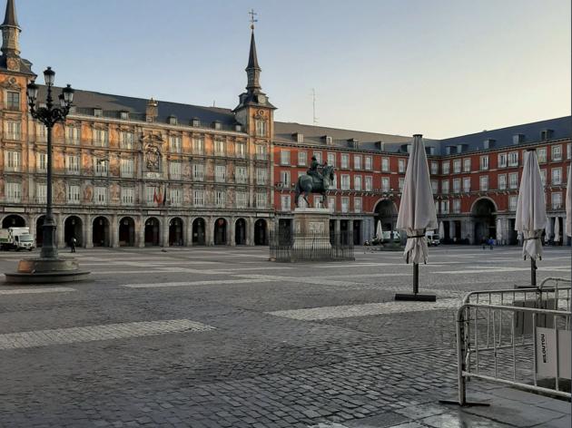 El desplome histórico del sector servicios de España augura una recesión sin precedentes 1