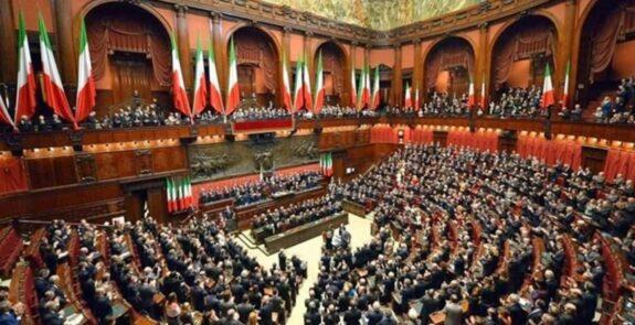 El 'sí' a la reducción del número de parlamentarios en Italia se impone con casi el 70% 1