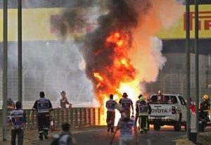 Milagro en la F1: El angustioso momento en el que Grosjean sale del fuego 1