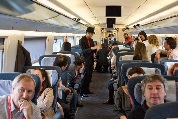 Renfe recomienda viajar en silencio en trenes para minimizar el riesgo de contagio 1
