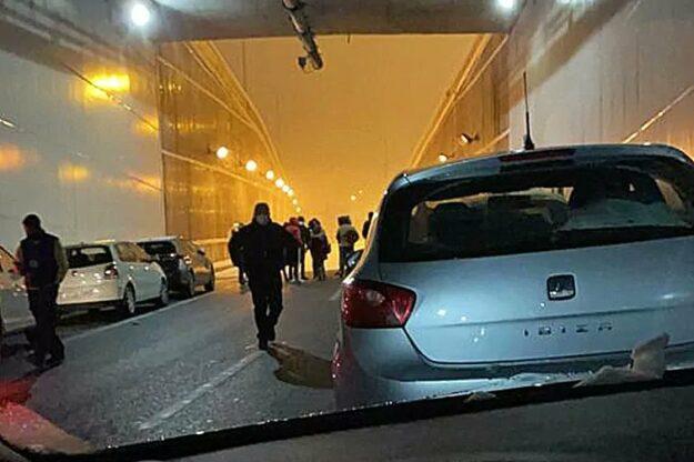 Un policía fuera de servicio recibe reconocimiento público al salvar a un conductor de morir congelado 1
