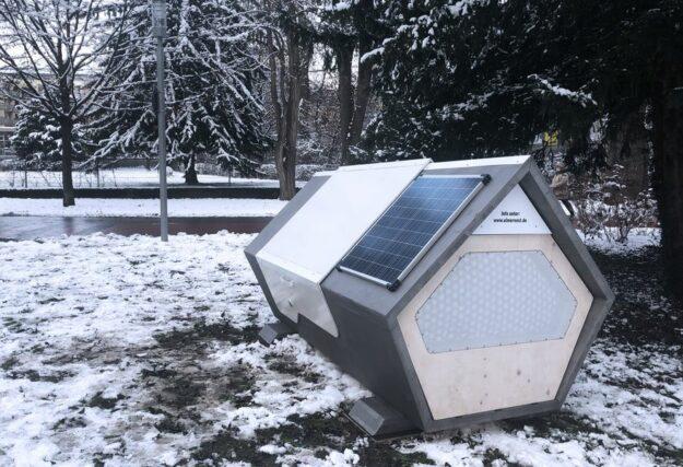 Una ciudad alemana instala cápsulas futuristas para personas sin hogar en invierno 1