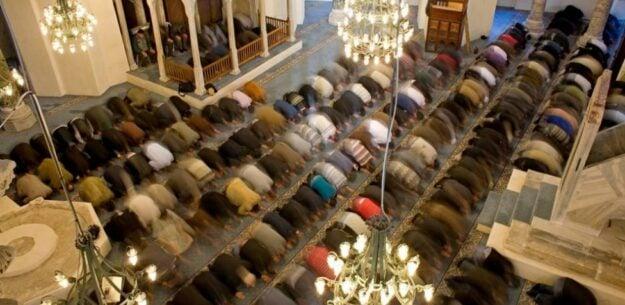 Más de 700 personas acuden a un funeral en una mezquita de Tarragona 1