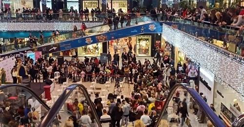 Desalojan un centro comercial marbellí por aglomeraciones para ver a Paquirrín de Rey Mago 1