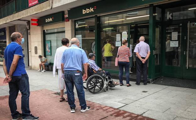 Las sucursales bancarias desbordadas 1