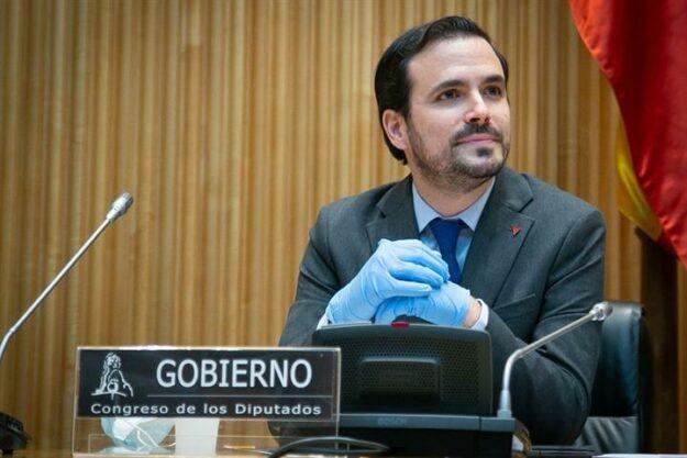 """Alberto Garzón dice que """"no está acreditado"""" que las mascarillas FFP2 protejan mejor 1"""