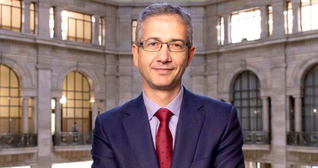¿Habría que correr a gorrazos al gobernador del Banco de España? 1